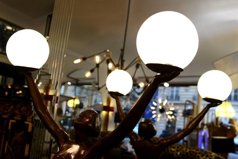 Lady Table Lamp in Bronze on Marble Base In Excellent Condition For Sale In Paris, FR