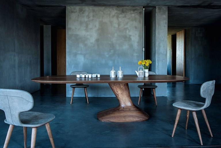 Racing Dining Table in Solid Walnut In Excellent Condition For Sale In Paris, FR