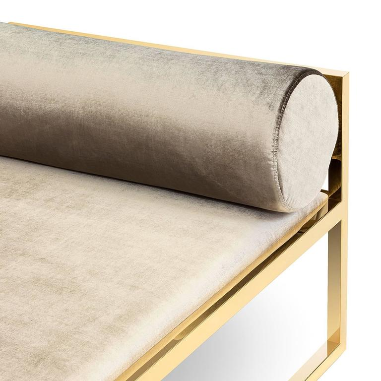 Grand Avenue Daybed in Gold Finish In Excellent Condition For Sale In Paris, FR