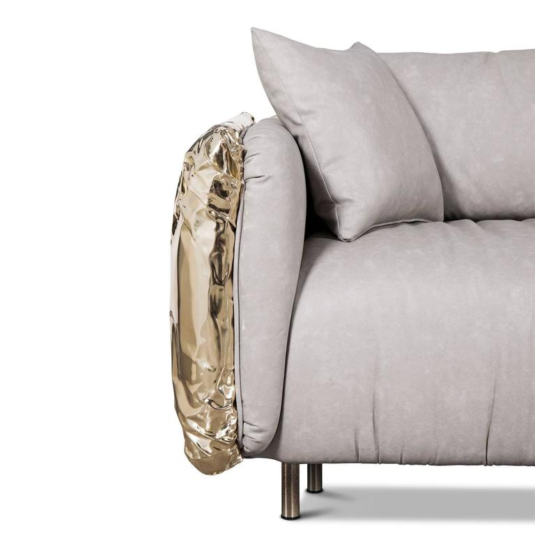 Gold Safe Sofa with Hammered Polished Brass In Excellent Condition For Sale In Paris, FR