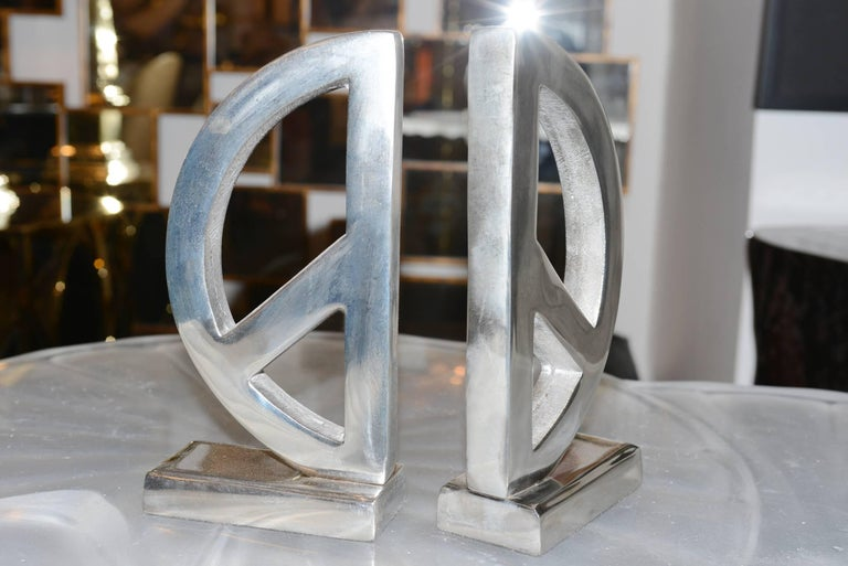 Peace and Love Set of Two Bookends in Aluminium In Excellent Condition For Sale In Paris, FR