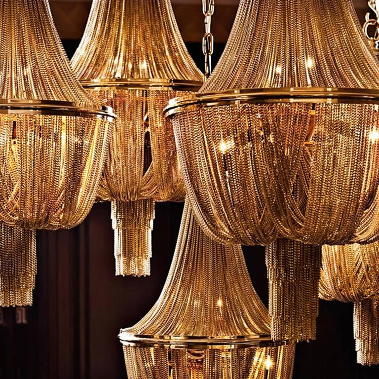 Grand Hotel Round Chandelier with Hanging Chains in Gold Tones or Nickel Finish In Excellent Condition For Sale In Paris, FR