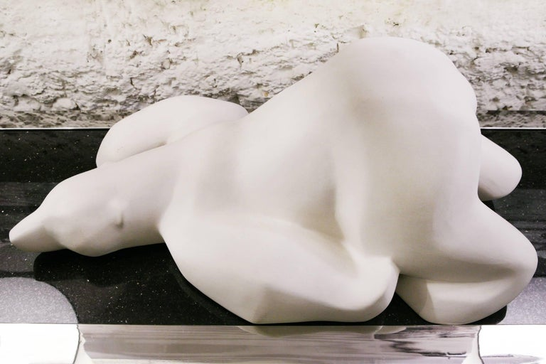 Polar Bear Sculpture in White Matte Resin In Excellent Condition For Sale In Paris, FR