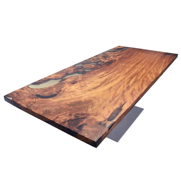 Kauri Wood with Resin Dinning Table In New Condition For Sale In Paris, FR