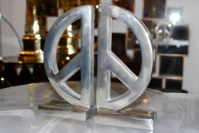 Set of two pieces, bookend Peace & Love with structure in polished aluminium.