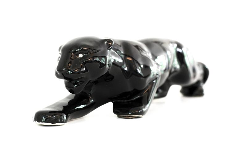 Vintage Mid-Century Modern Ceramic Black Panther Television Figurine Lamp In Excellent Condition In New York, NY