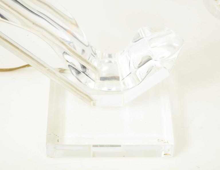 Lucite sculptural table lamp In Excellent Condition For Sale In New York, NY