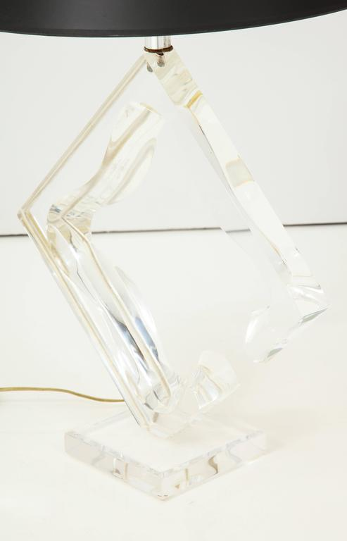 Late 20th Century Lucite sculptural table lamp For Sale