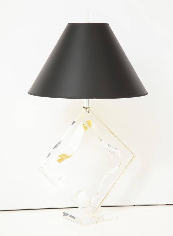 Lucite sculptural table lamp For Sale 1