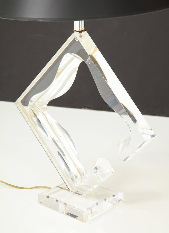 American Lucite sculptural table lamp For Sale
