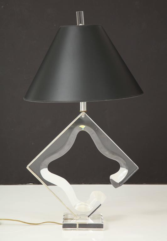 Mid-Century Modern Lucite sculptural table lamp For Sale