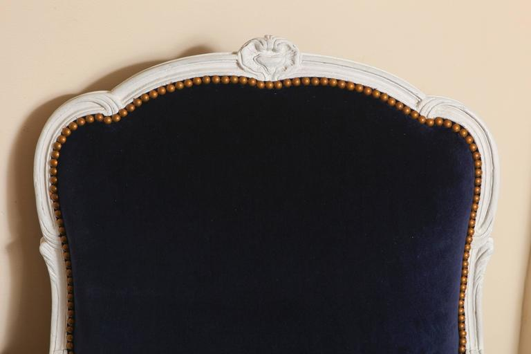 French 19th Century Large Painted White Bergere with Blue Velvet Upholstery For Sale 6