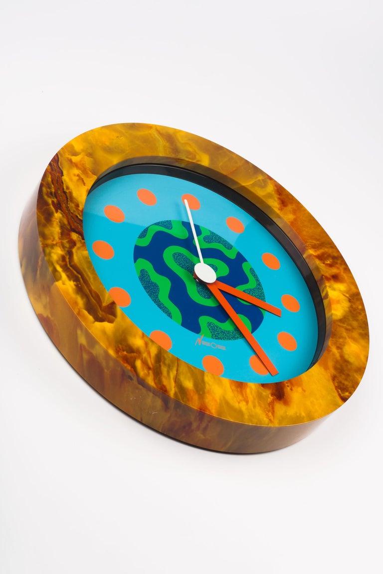 Italian Memphis Clock, Orange Marble Effect, du Pasquier Sowden x Neos, Italy, 1980s For Sale