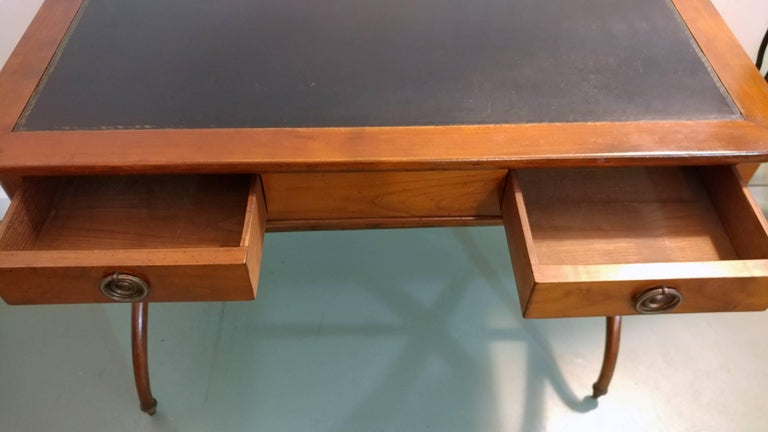 French Mahogany Tooled Leather Desk on X-Base 1900s, Offered by La Porte In Good Condition For Sale In Southampton, NY