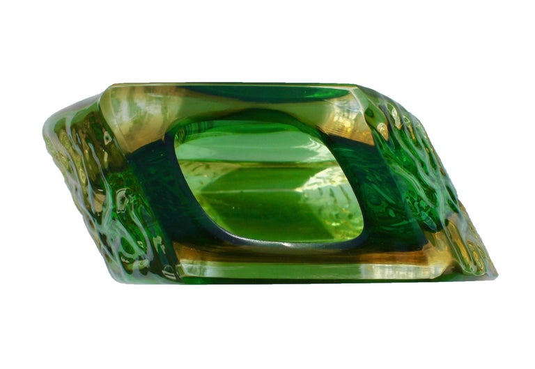Hand-Crafted Textured and Faceted Murano Sommerso Green and Yellow Ice Glass Vase For Sale