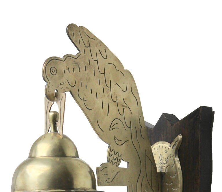 Art & Crafts chime tubular bells, brass wall-mounted dinner gong, doorbell. Brass gong with attractive engraved art nouveau design. Keyhole slot for fixing to wall. Have no match found on the internet very rare.  Good condition. Lovely nice