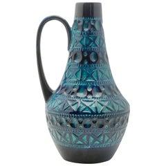 Bay Keramik Krug dunkle und helle blaue Glasur über geometrische Muster, signiert