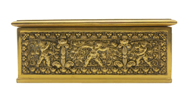 French Jewelry Casket, Cast Gilt Brass with Panels of Angels Scenes Signed In Good Condition For Sale In Verviers, BE