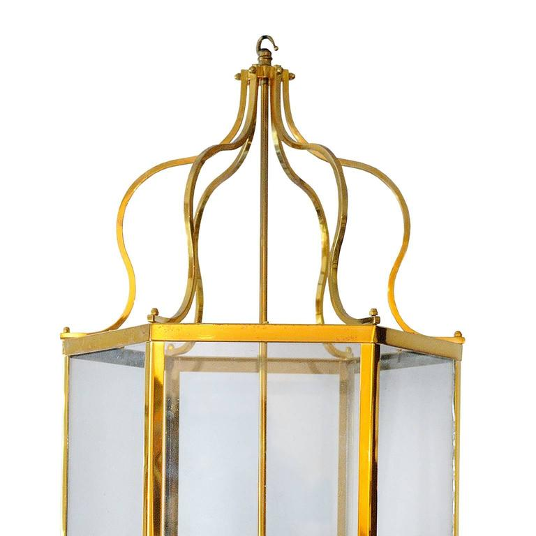 This is a rather beautiful and stylish large 18th century Georgian style brass frame lantern, circa 1920.