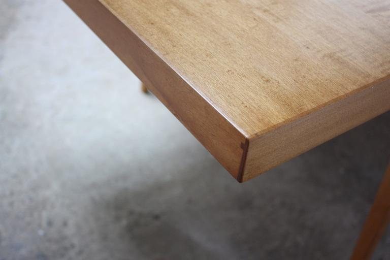 Paul McCobb Maple Extendable Dining Table In Excellent Condition For Sale In Brooklyn, NY