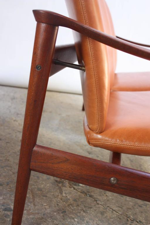 Fredrik Kayser Loveseat in Leather and Teak In Excellent Condition For Sale In Brooklyn, NY