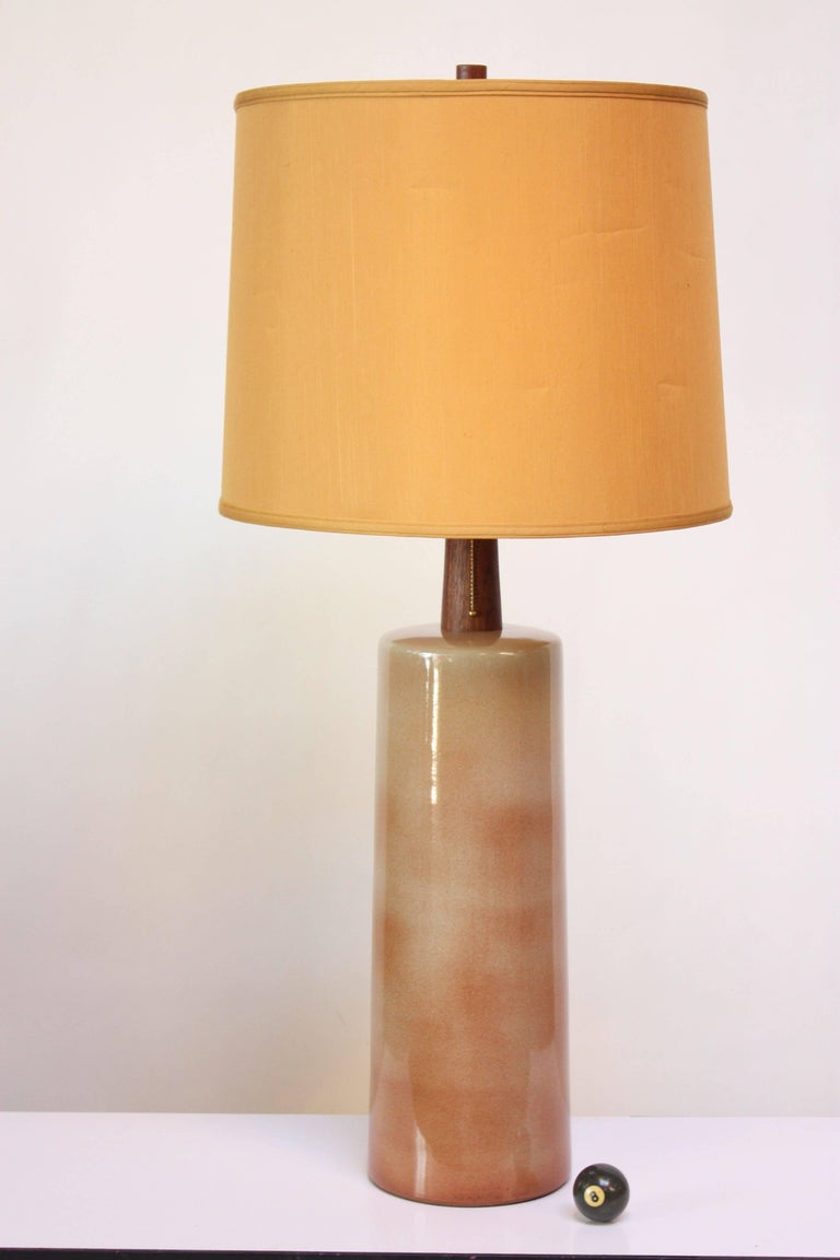Tall ceramic table lamp (model #191) designed by Gordon and Jane Martz for Marshall Studios in the 1960s. Brush decorated with a high-gloss glaze in light beige and dusty pink. Vivid grain and rich color to both walnut finial and stem. Impressive