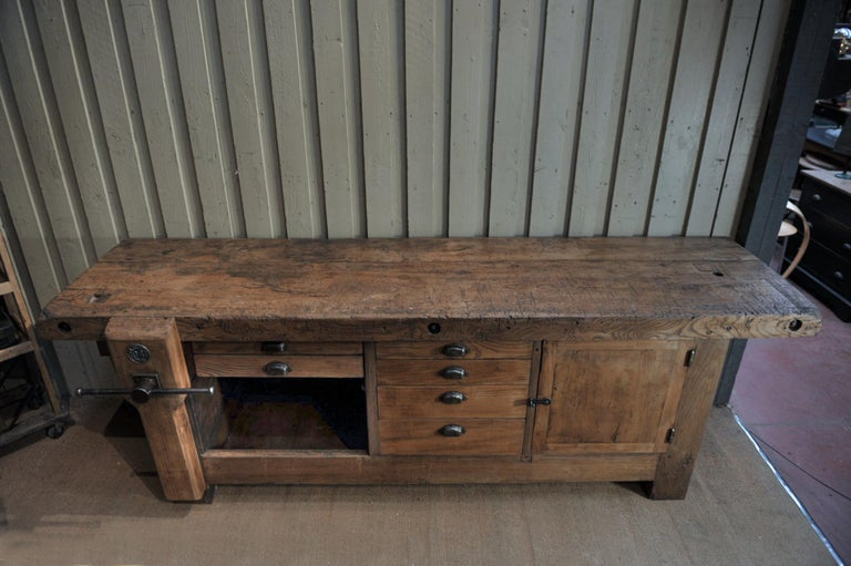 Large Carpenter Workbench with Vice 6 Drawers and 1 Door, circa 1920 In Good Condition For Sale In Roubaix, FR