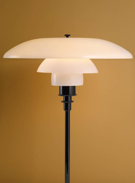 Poul Henningsen Opaline Glass PH 3½-2½ Floor Lamp for Louis Poulsen In Excellent Condition For Sale In Glendale, CA