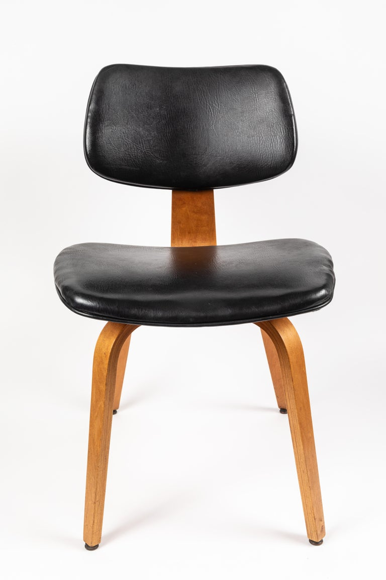 Austrian Set of Five 1950s Thonet Bentwood Chairs For Sale