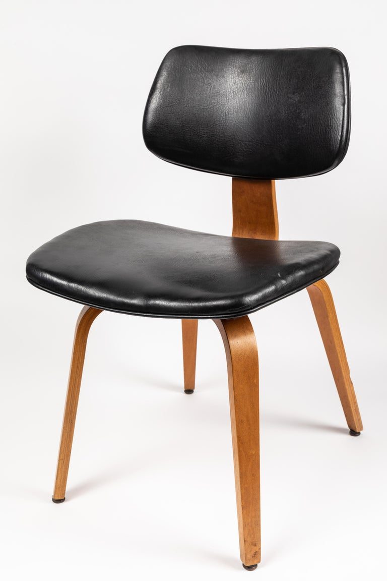 Mid-Century Modern Set of Five 1950s Thonet Bentwood Chairs For Sale