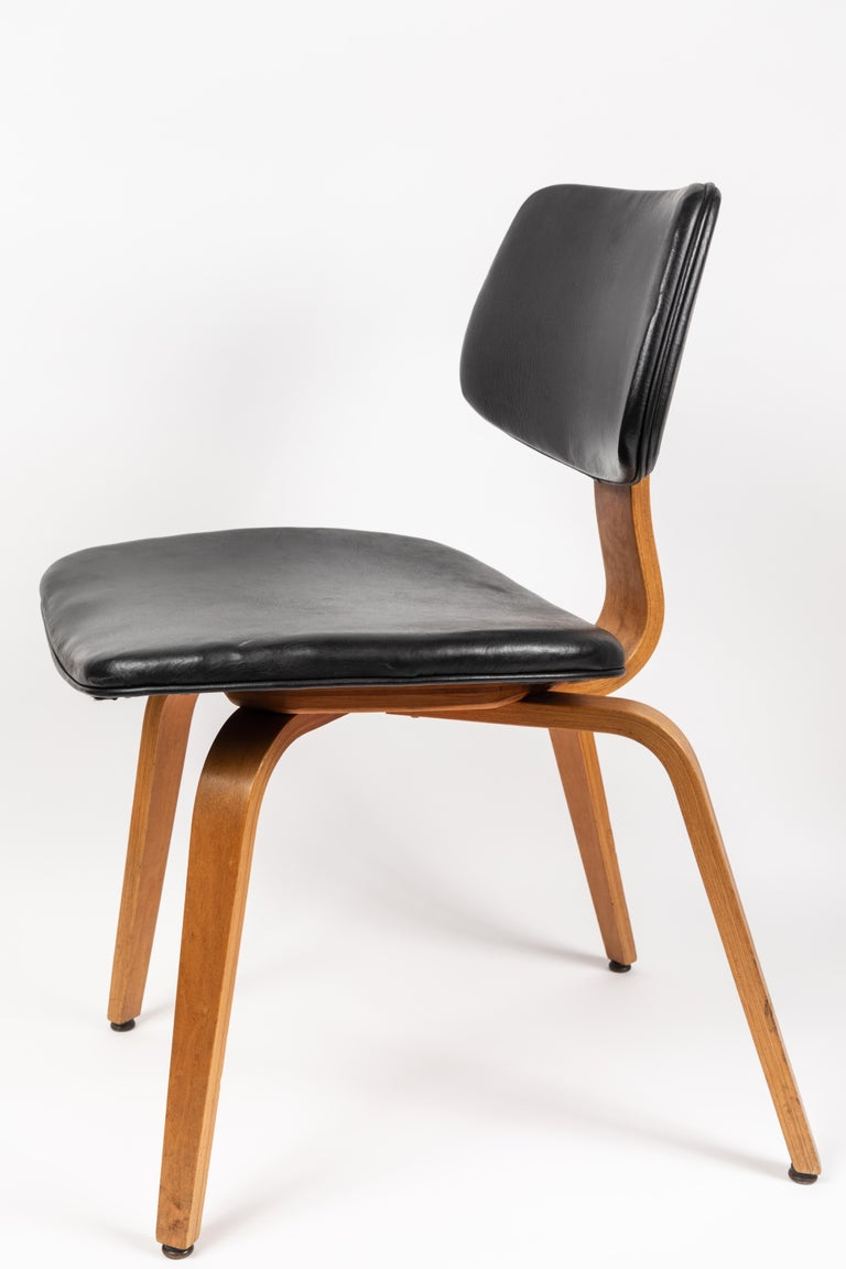 Mid-20th Century Set of Five 1950s Thonet Bentwood Chairs For Sale