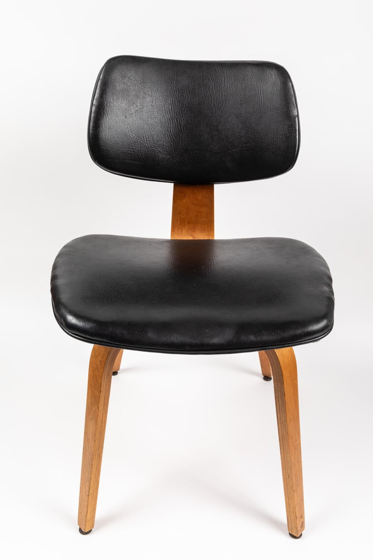 Set of Five 1950s Thonet Bentwood Chairs In Good Condition For Sale In Glendale, CA