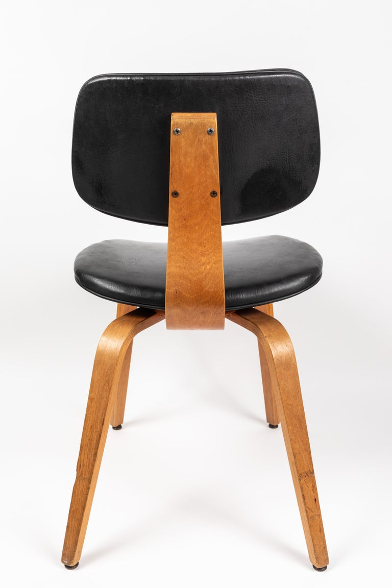 Set of Five 1950s Thonet Bentwood Chairs For Sale 2