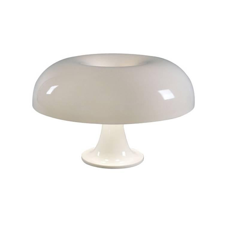 Giancarlo Mattioli 'Nesso' table lamp for Artemide. Designed by Mattioli in the 1960s, the Nesso's design is inspired from nature. An internationally celebrated design forever associated with Artemide, the Nesso is essentially an affordable work of