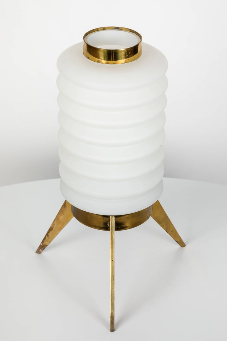 1950s Angelo Lelli Glass and Brass Tripod Table Lamp for Arredoluce In Good Condition For Sale In Glendale, CA
