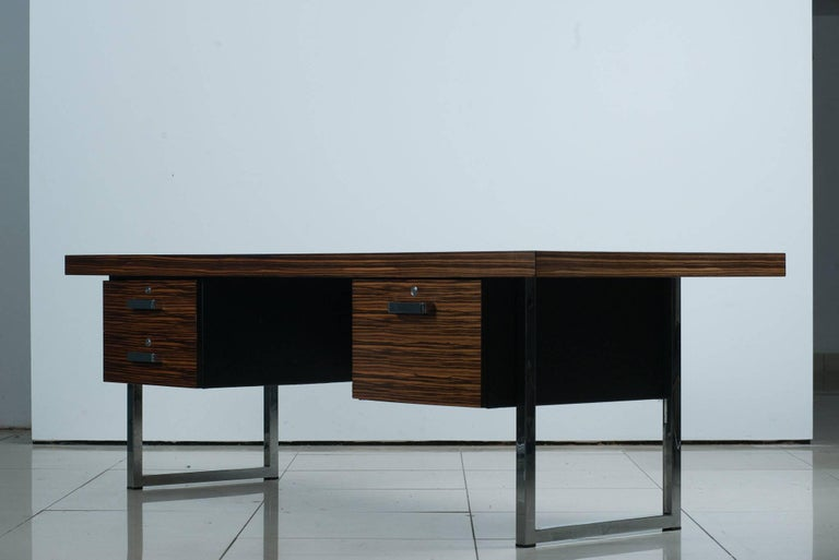 1960s rosewood executive desk by Gordon Russell Ltd. A richly appointed 1960s power desk executed in extraordinarily grained Brazilian rosewood and chrome. Solid construction and timeless lines.  Ships from London. Available to EU customers only.