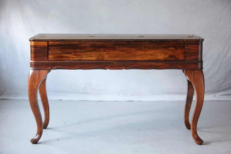 English Early 20th Century Queen Anne Style Rosewood Spinet Desk For Sale