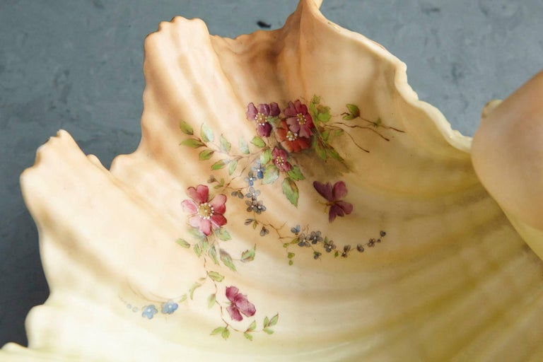 Ivory Open Faced Porcelain Shell Bowl on Three Conch Feet, Royal Worcester, 1909 For Sale 3