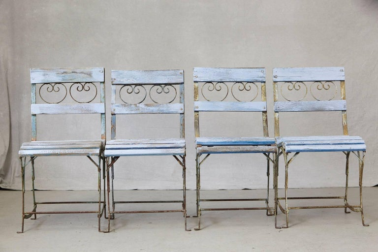 Set of Four French Wrought Iron Garden Chairs with Blue Wooden Slats In Distressed Condition For Sale In Westport, CT