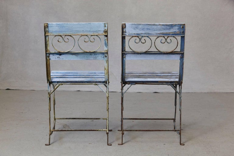Set of Four French Wrought Iron Garden Chairs with Blue Wooden Slats For Sale 4