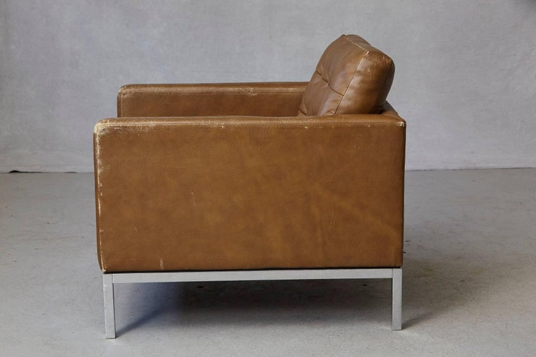 Florence Knoll Tan Leather Button Tufted Lounge Chair, 1970s For Sale 2