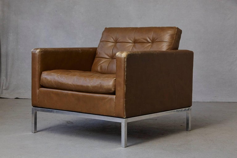 Mid-Century Modern Florence Knoll Tan Leather Button Tufted Lounge Chair, 1970s For Sale