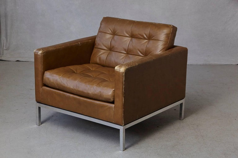 American Florence Knoll Tan Leather Button Tufted Lounge Chair, 1970s For Sale