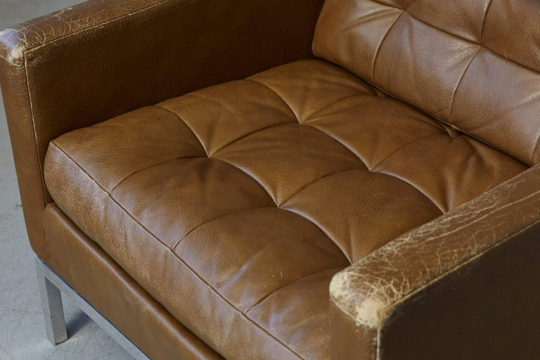 Florence Knoll Tan Leather Button Tufted Lounge Chair, 1970s For Sale 1
