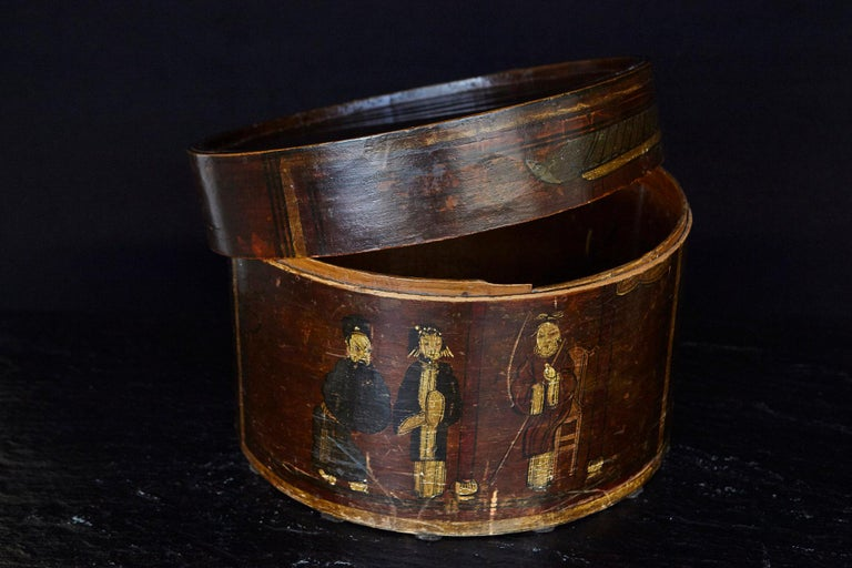 Late 19th Century Chinese Hand-Painted Round Wooden Hat Box In Good Condition For Sale In Westport, CT