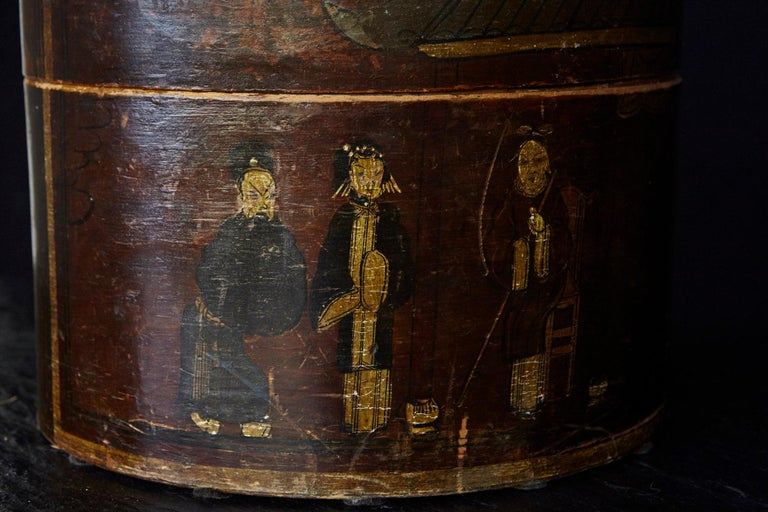 Late 19th Century Chinese Hand-Painted Round Wooden Hat Box For Sale 8