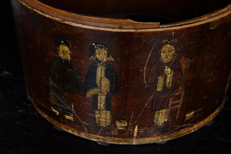 Late 19th Century Chinese Hand-Painted Round Wooden Hat Box For Sale 9