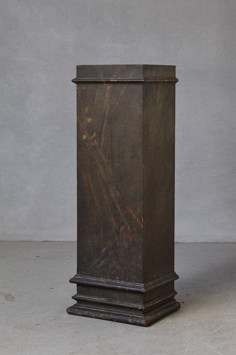 19th Century Swedish Hand-Painted Pedestal with Faux Marbleized Pattern In Good Condition For Sale In Westport, CT