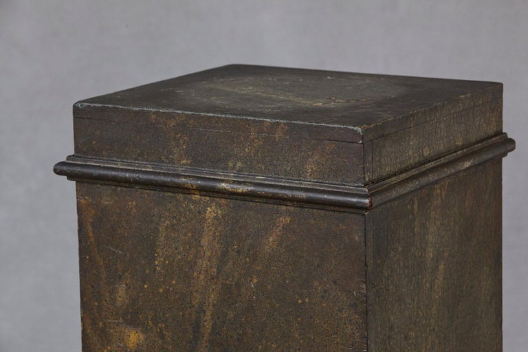 19th Century Swedish Hand-Painted Pedestal with Faux Marbleized Pattern For Sale 2