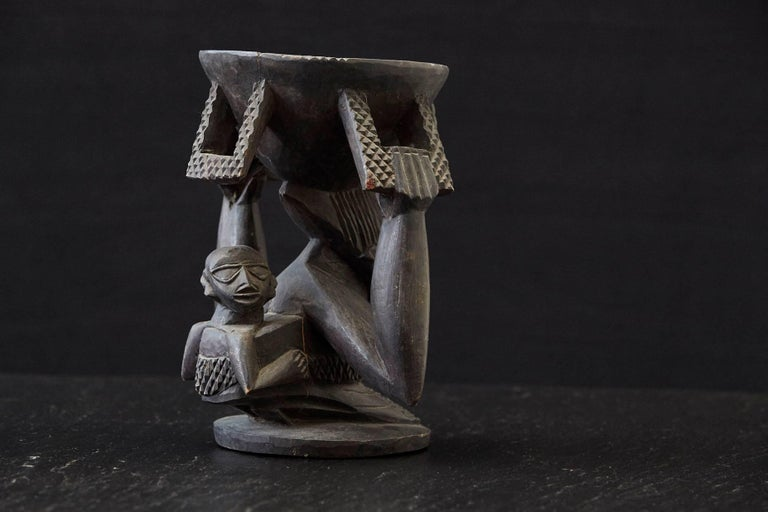 Woman Carrying Baby in a Papoose, Kola Nut Holder from Abeokuta, Nigeria, 1950s In Good Condition For Sale In Westport, CT